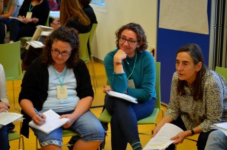 """Taller: Com aprendre a fer recerca aplicada des del treball social?"""" amb Violeta Quiroga i Adela Boixados"""